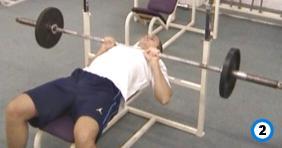 fitness-oefening medium-grip bench presses-2