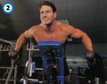 fitness-oefening rear bench lateral raises-2